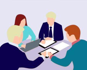 un groupe de personnages en réunion